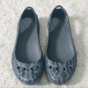 Crocs Gray Snakeskin Print Kadee Flats Size 6